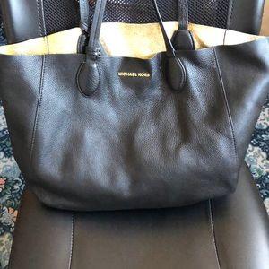 Micheal Kors Supple Leather Bag